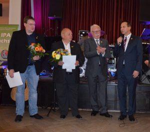 Die Geehrten Tomas Böhme (li.), Udo Plihal (2.v.l.) und Heinz-Gerd Corbach (3.v.r)
